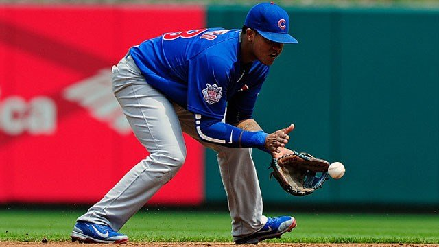 Starlin Castro #13 of the Chicago Cubs fields a ground ball against the St. Louis Cardinals during the second inning at Busch Stadium on May 7, 2015 in St. Louis, Missouri. (Photo by Jeff Curry/Getty Images)